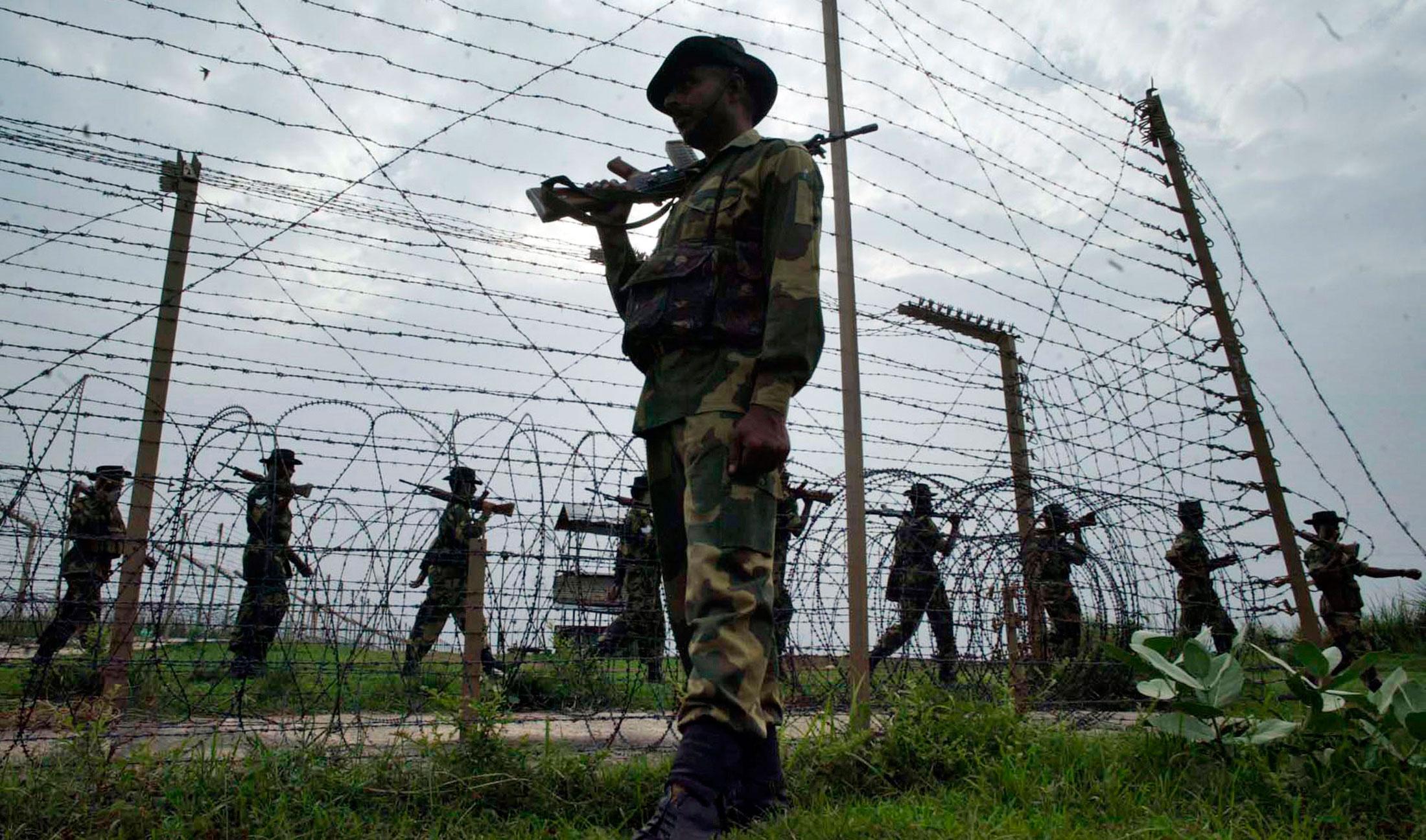 La disputa entre las potencias nucleares de India y Pakistán por el territorio de Cachemira convierte a ese territorio en una de las zonas más inestables del mundo. La India ha alambrado el territorio y la tensión recrudece periódicamente