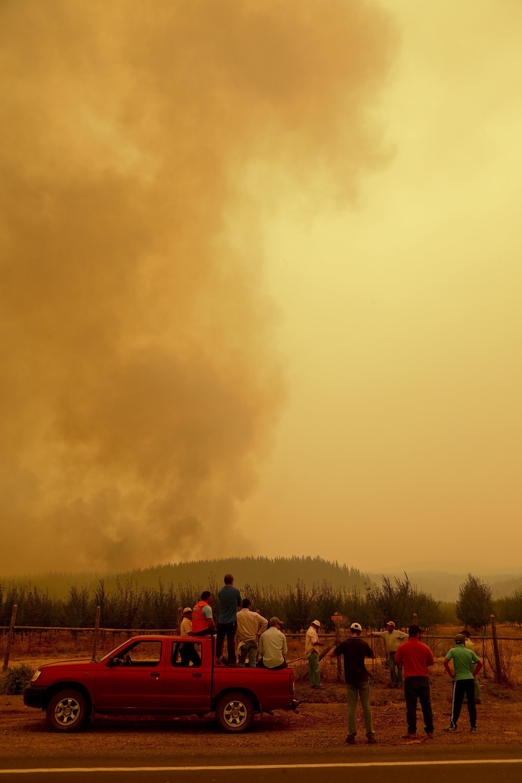 Con Bizama ya se han registrado dos bomberos muertos, dos policías, tres brigadistas y tres habitantes de zonas afectadas, según datos del gobierno chileno