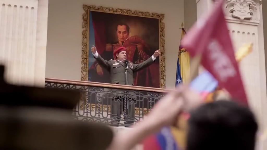 Andrés Parra es el protagonista de la serie