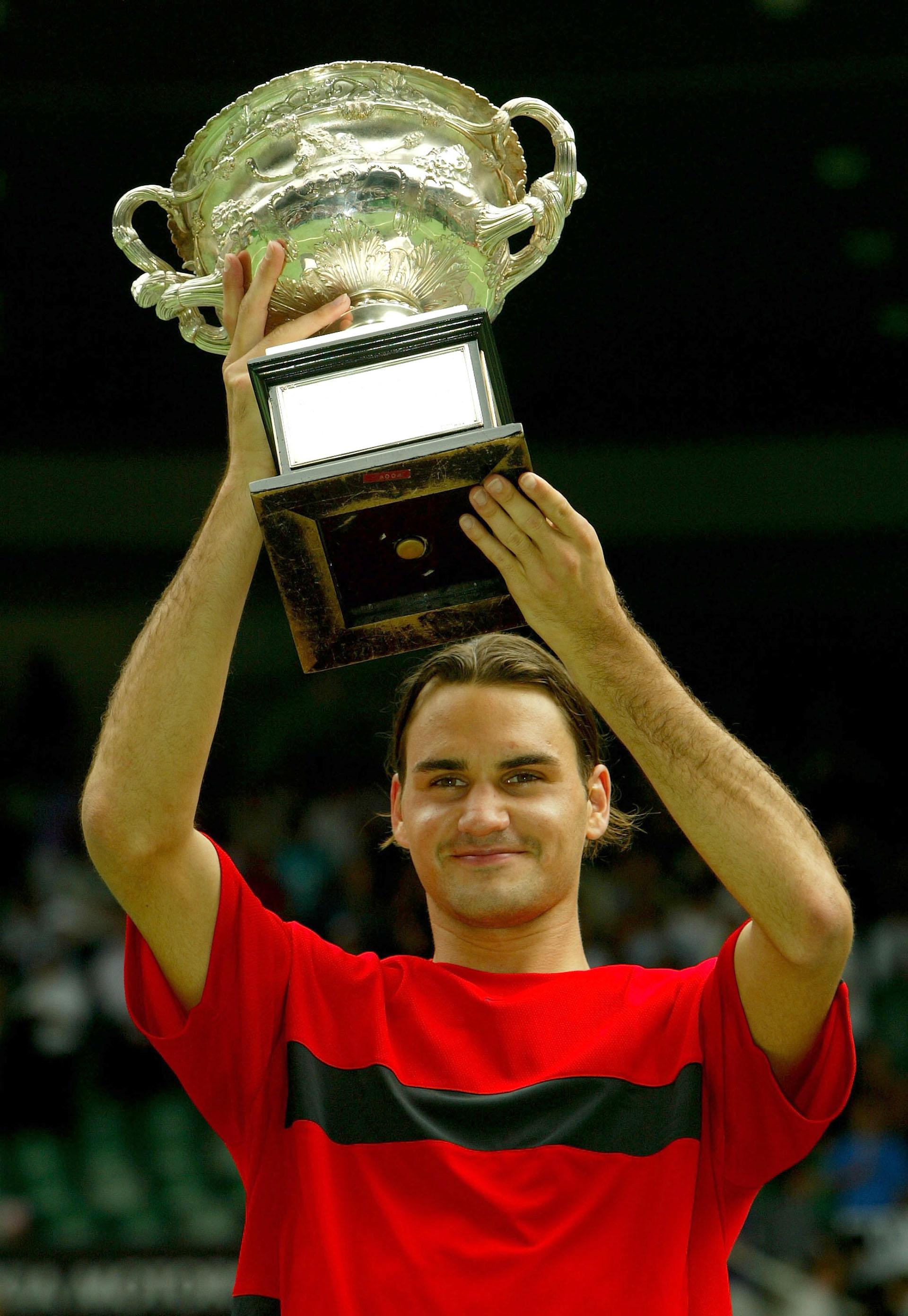 En febrero del 2004, Roger Federer se encontró con Marat Safin en las finales del Abierto de Australia, y en Melbourne lo venció por 7-6 (3), 6-4, 6-2
