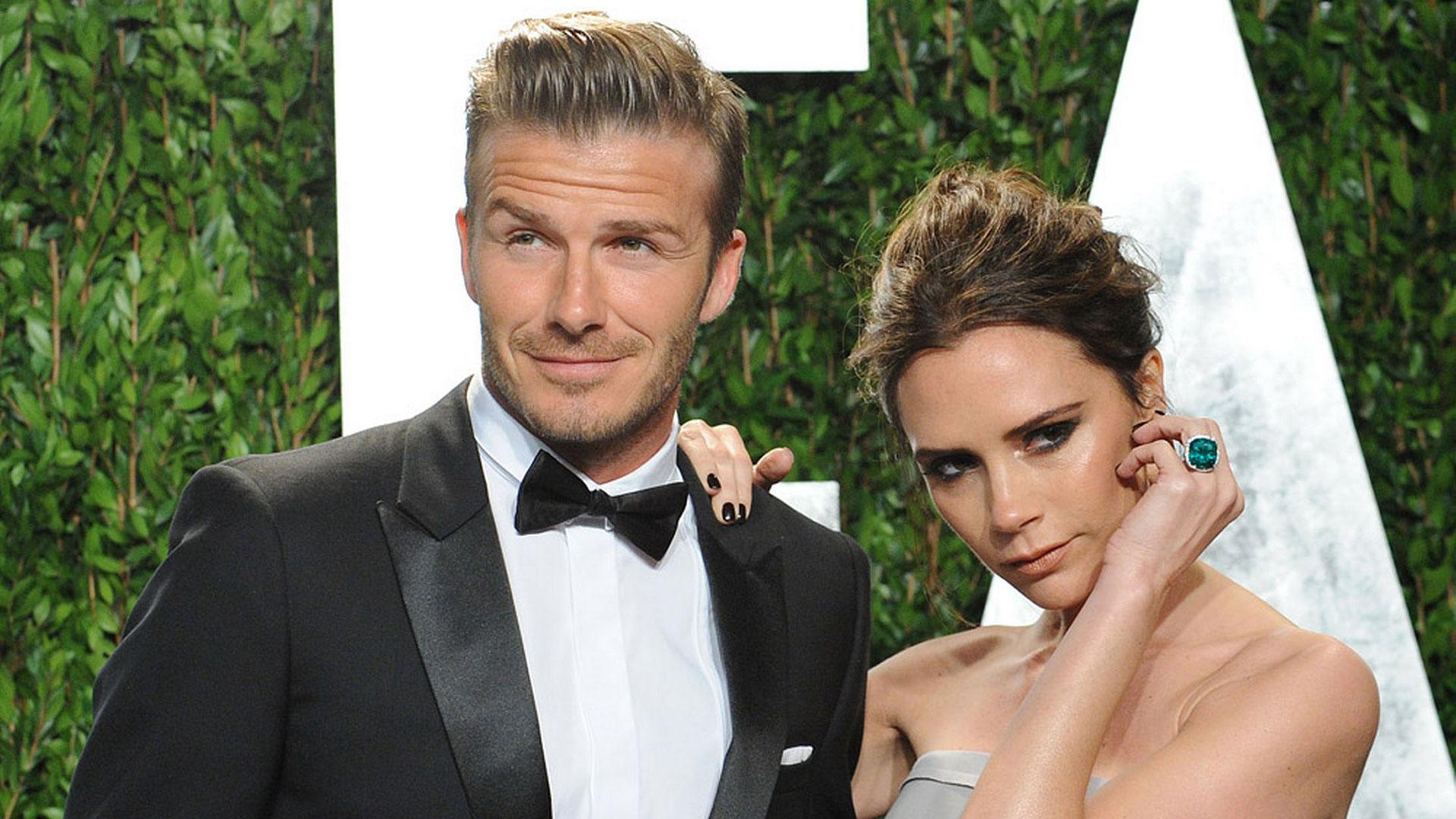 David Beckham con Victoria, dos iconos de moda, ella diseñadora y él modelo de marcas internacionales como la fast fashion H&M y Calvin Klein.
