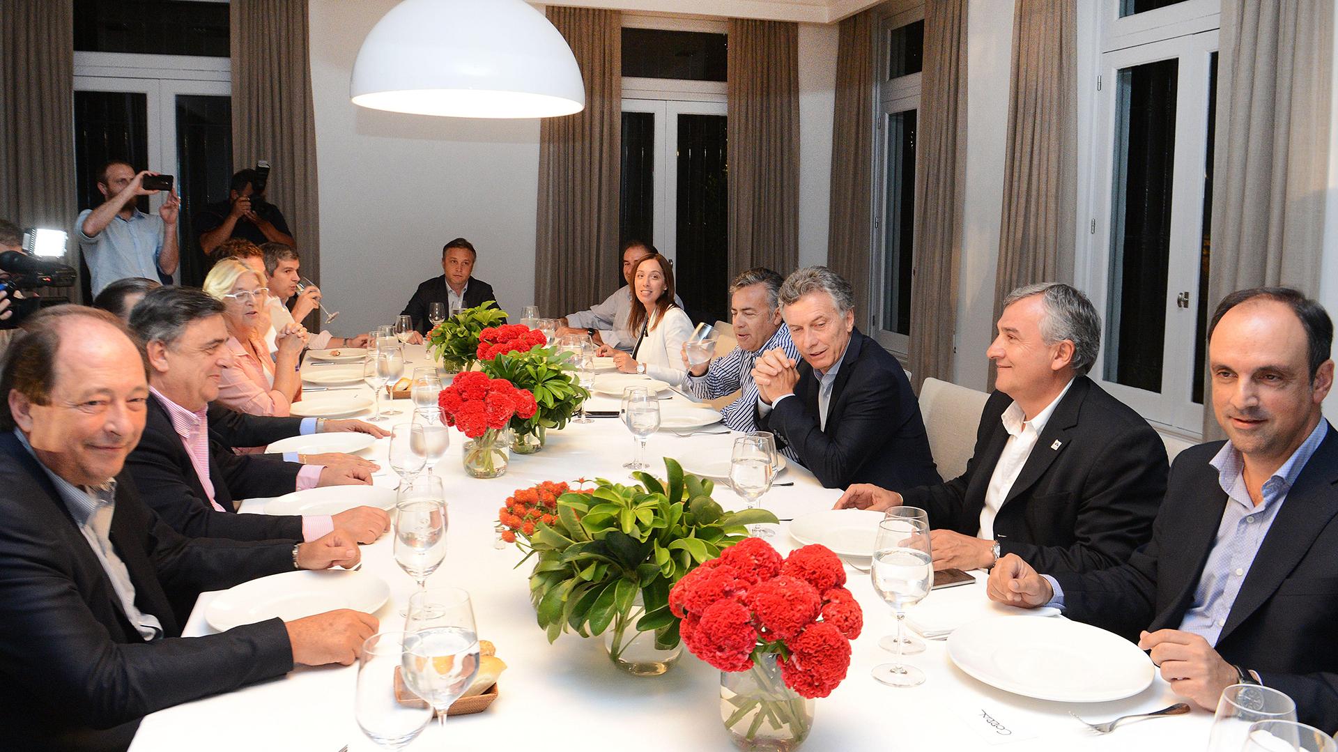 Macri durante una reunión en Olivos con la cúpula radical (Presidencia)