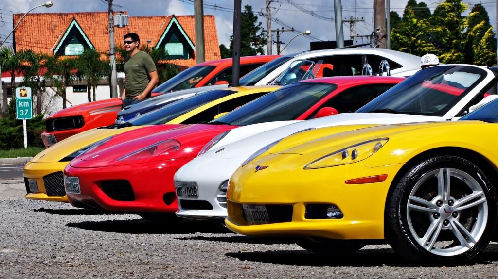 Punta del Este recibe autos de lujo permanentemente