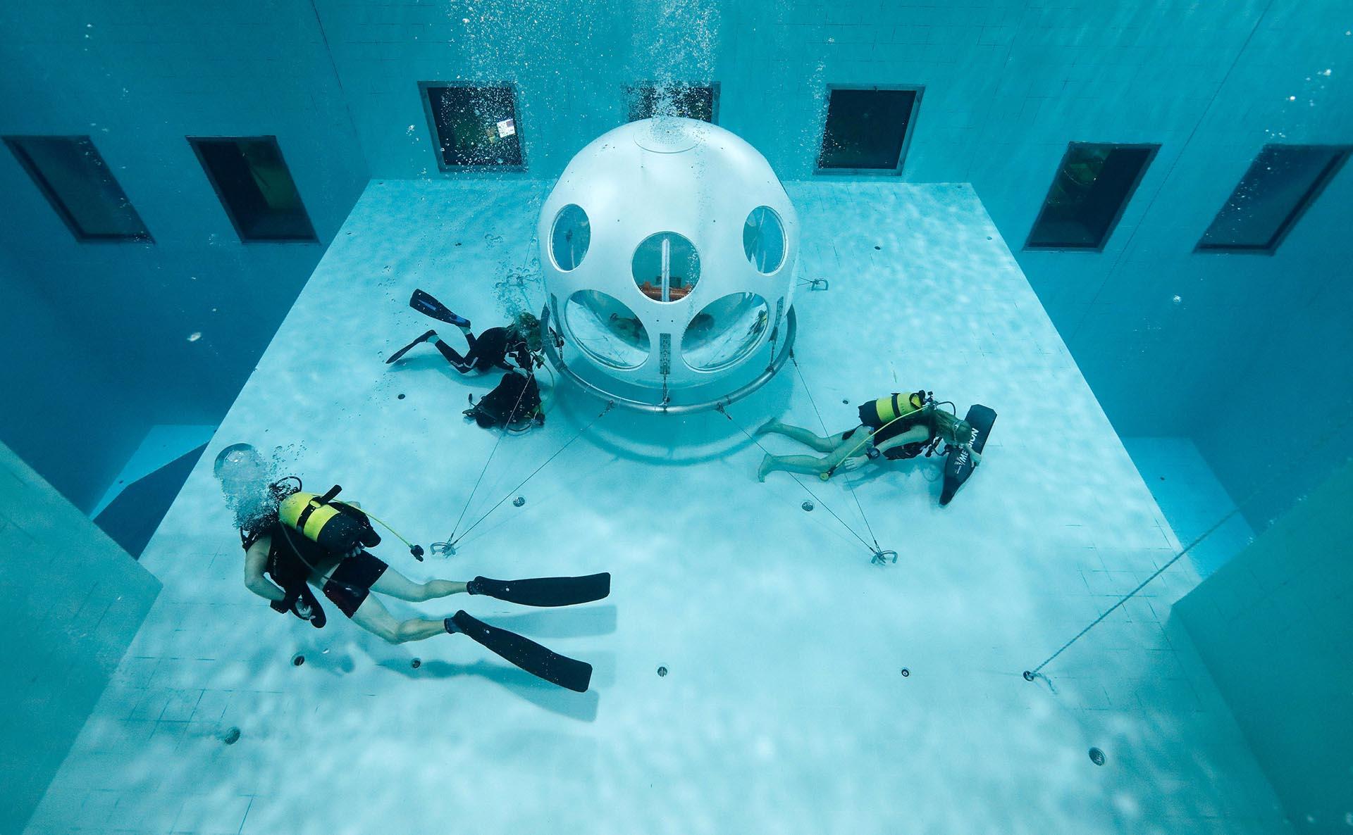 El centro de buceo se creó para entrenar a quienes lo practican, pero ahora encontró una veta diferente a su negocio (Reuters)