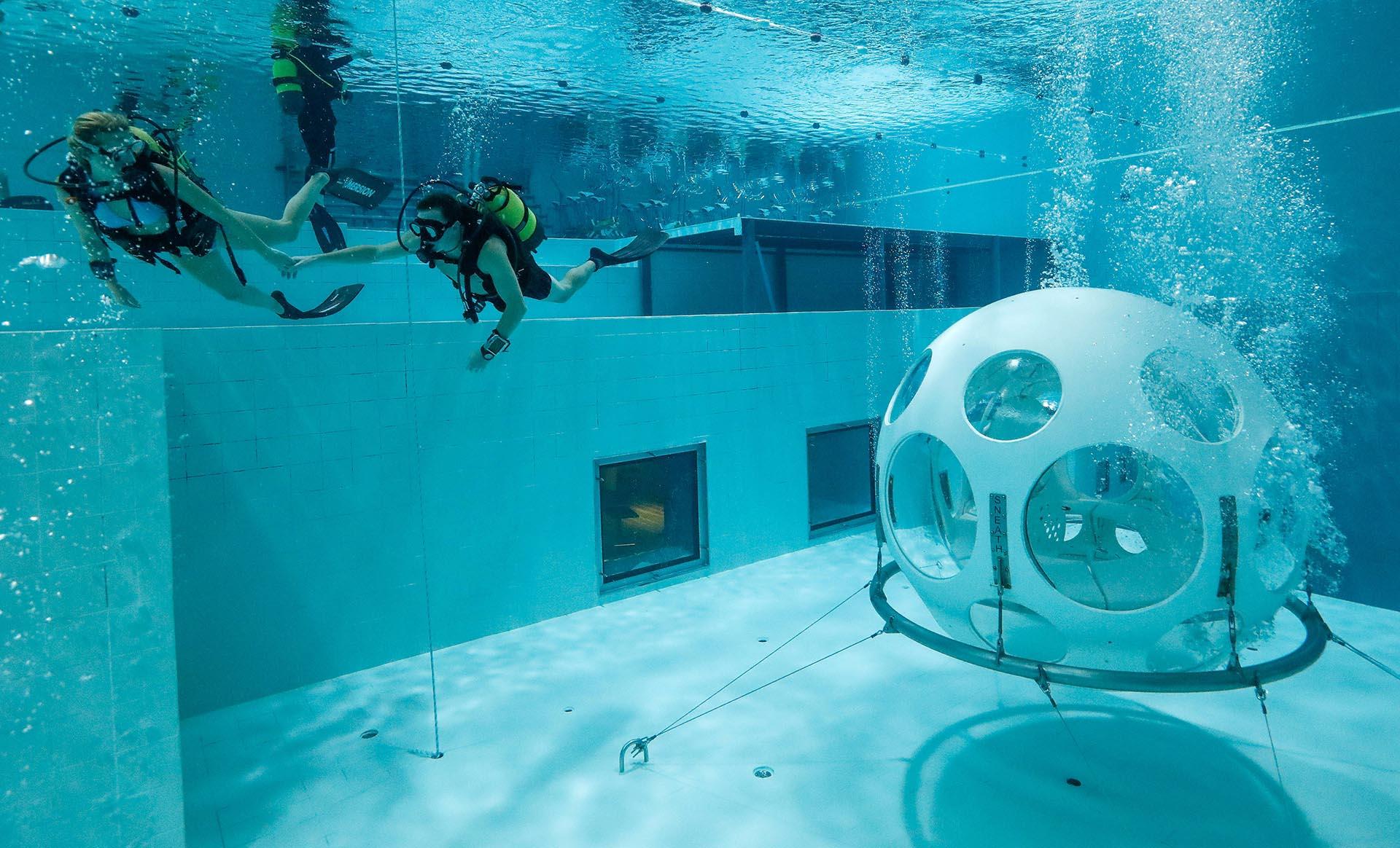 Después del postre, Florence y Nicolas salen de la burbuja rumbo a la superficie (Reuters)