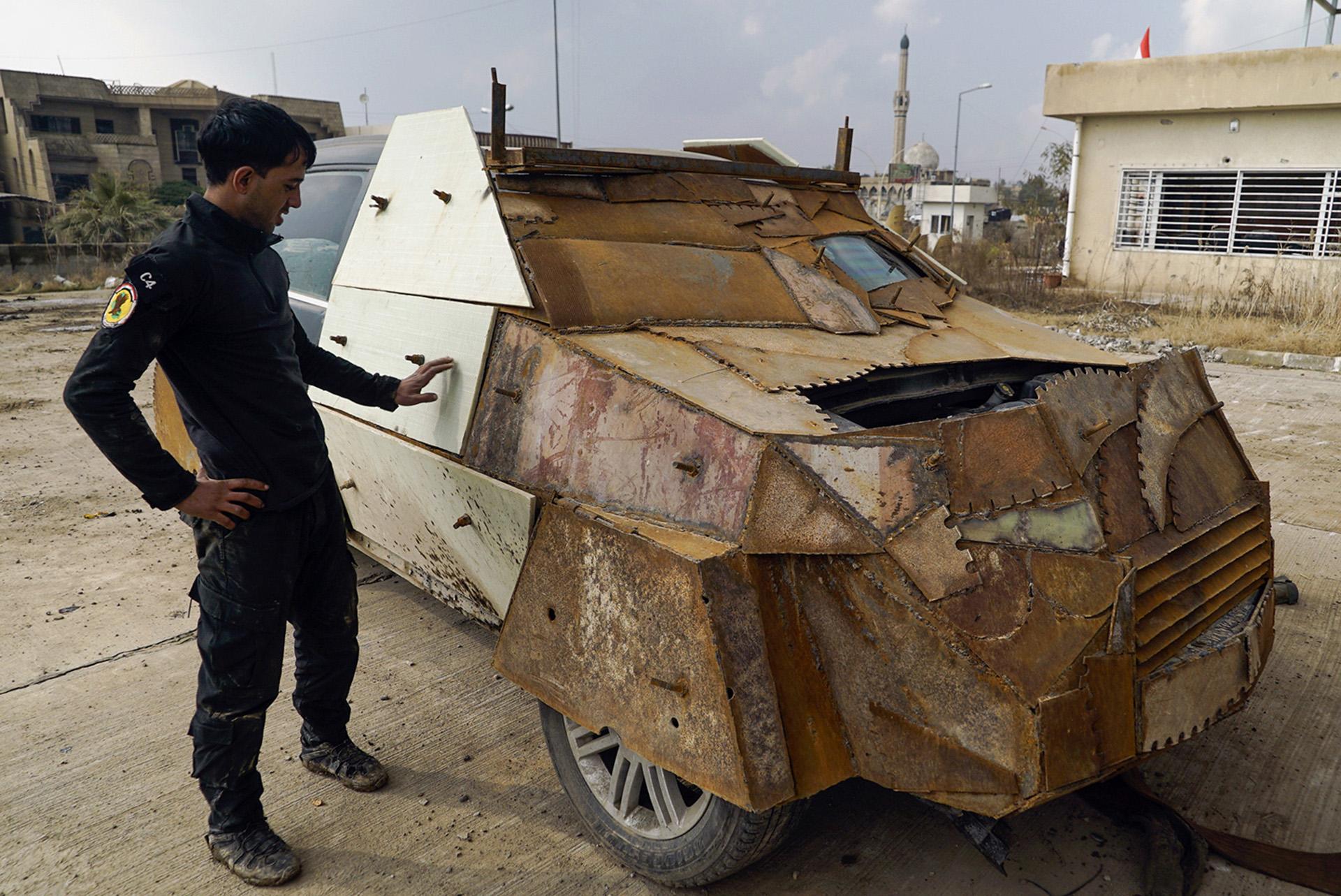 Una camioneta blindada del ISIS, capturada por el Ejército regular y sus aliados (AP)