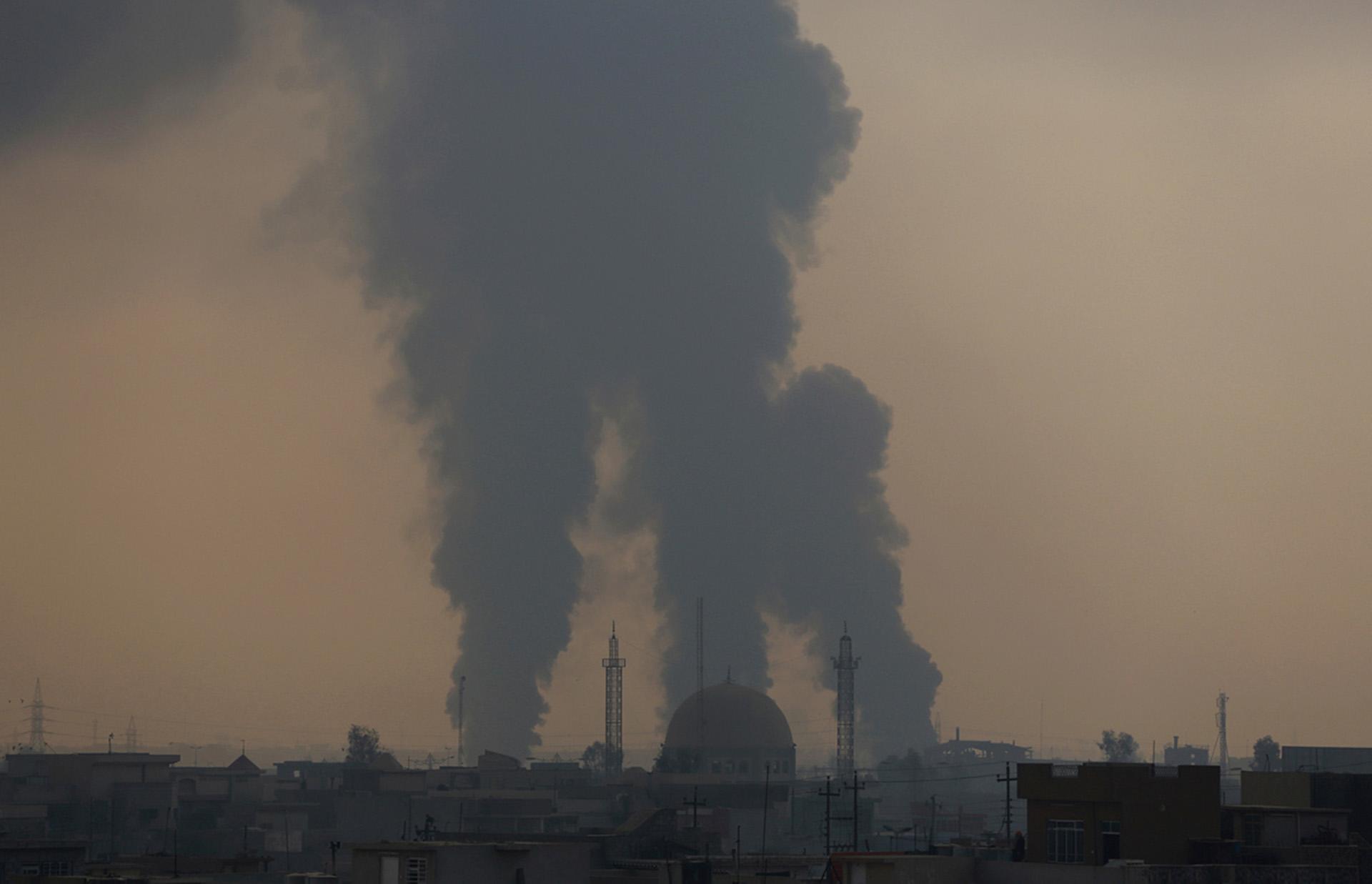 El humo de los combates en el barrio al Bakr en diciembre(AP)