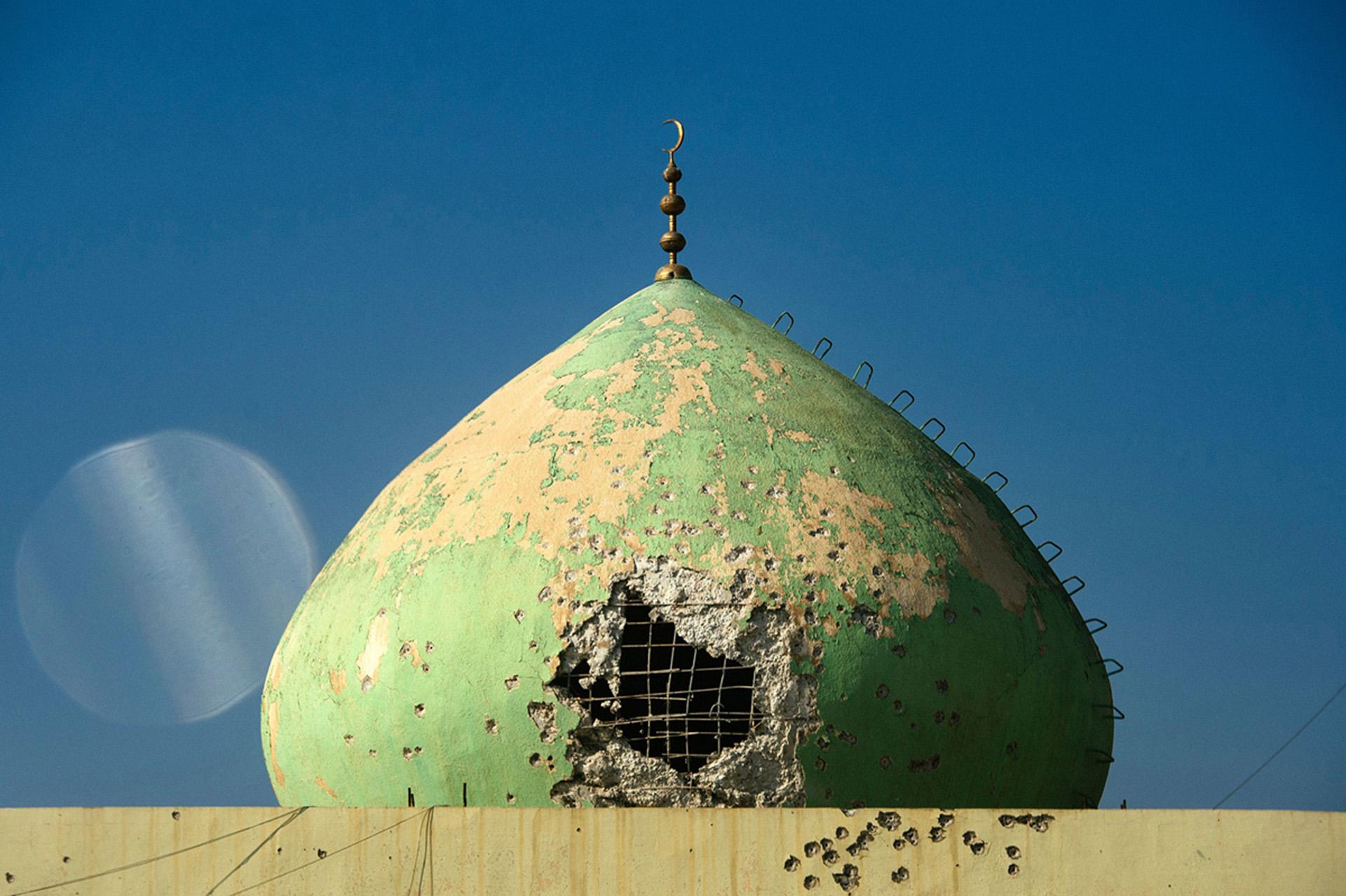 Una mezquita en el barrio de al Andalus que sufrió daños durante los combtaes (AFP)