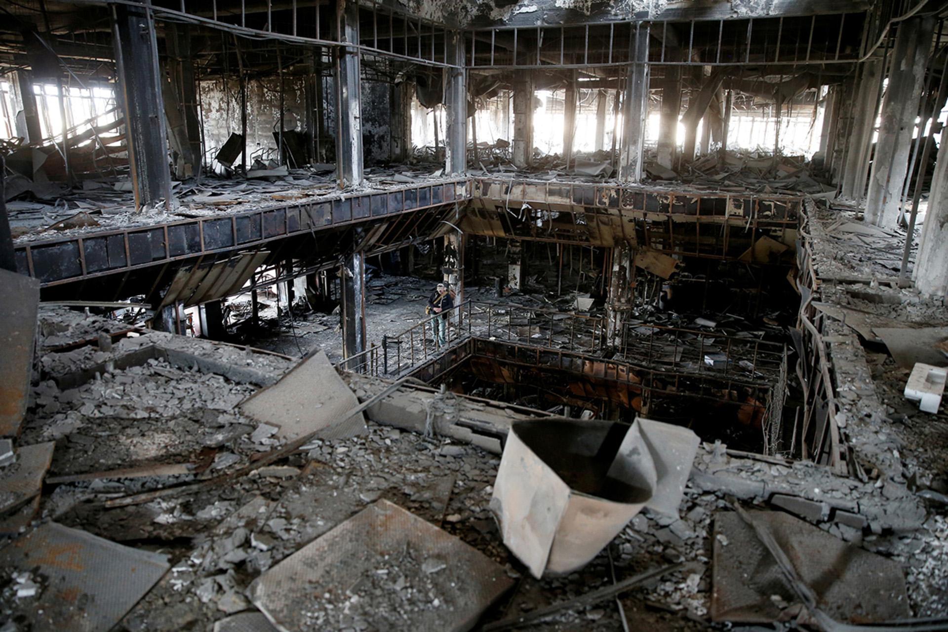 Lo que queda de la biblioteca de la Universidad de Mosul tras los combates (Reuters)