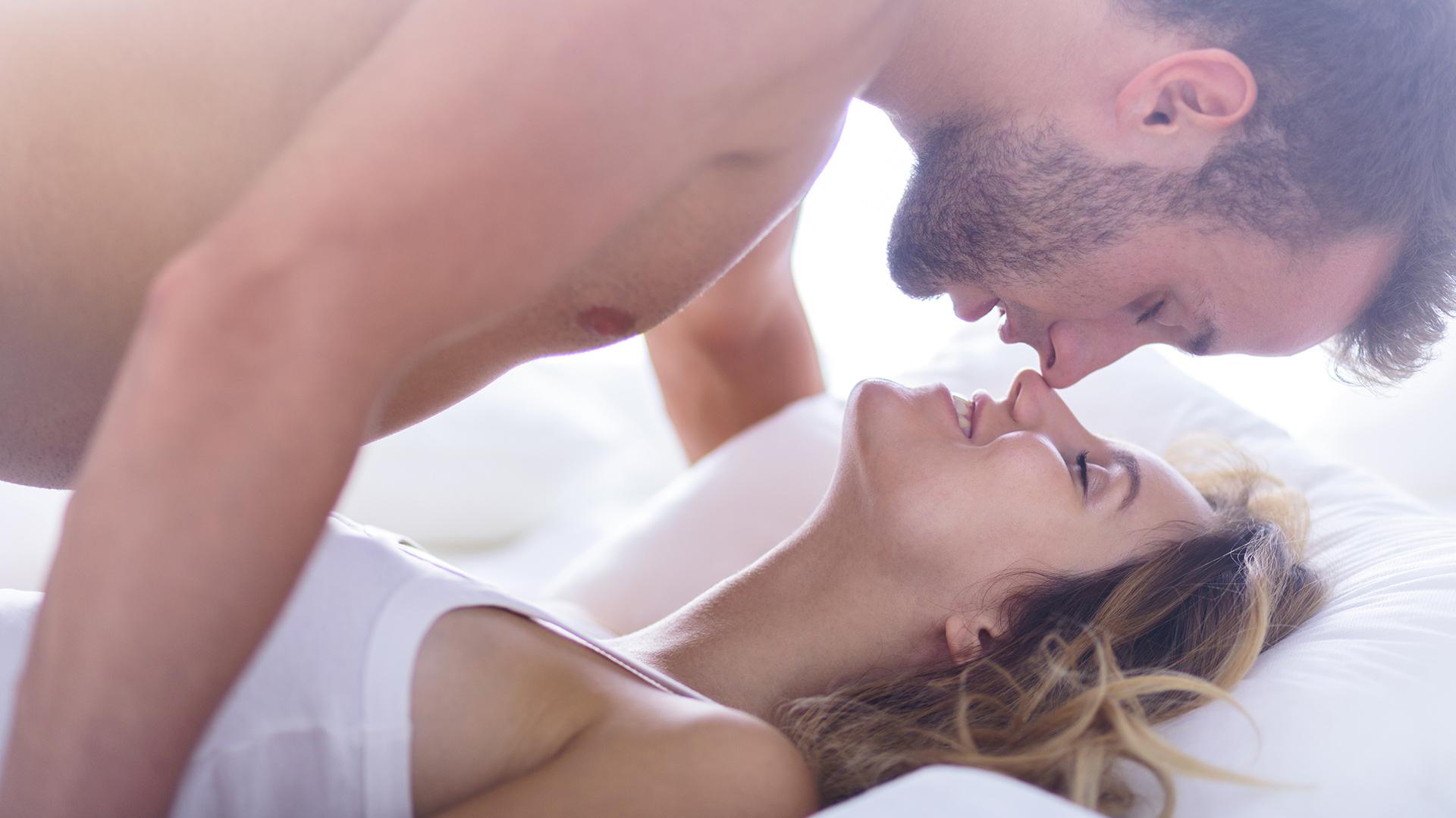 Estos acuerdos son distintos de tener una pareja abierta, con recíprocas libertades para tener ocasionales relaciones (iStock)