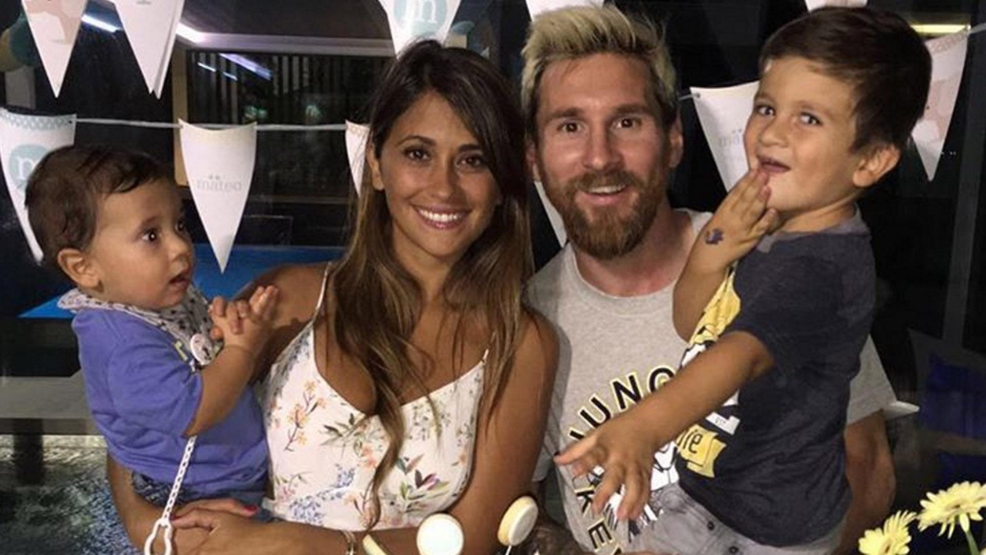 """Festejando el primer año del más pequeño de la familia Messi.Anto compartió en su Instagram un tierno mensaje, """"Feliz cumple amor nuestro!! 🎈🎈Gracias por alegrarnos los días con tus sonrisas❤️ Te amamoooos mucho matu!"""" (Septiembre 2016)"""