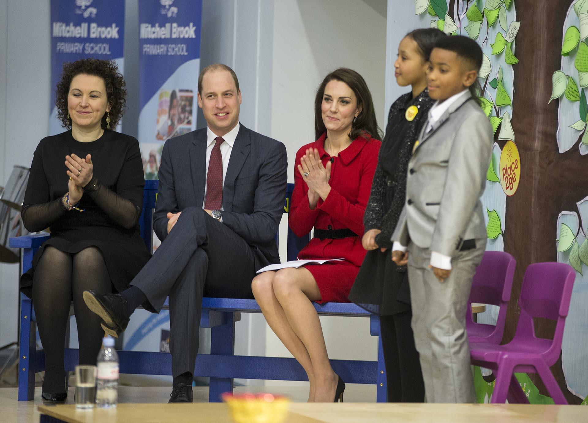 La pareja real británica se mostró plena en una de las primeras ocasiones en el año en la que compartieron un compromiso oficial. Días atrás, se presentaron en una carrera deportiva junto al príncipe Harry /// Fotos: Getty Images