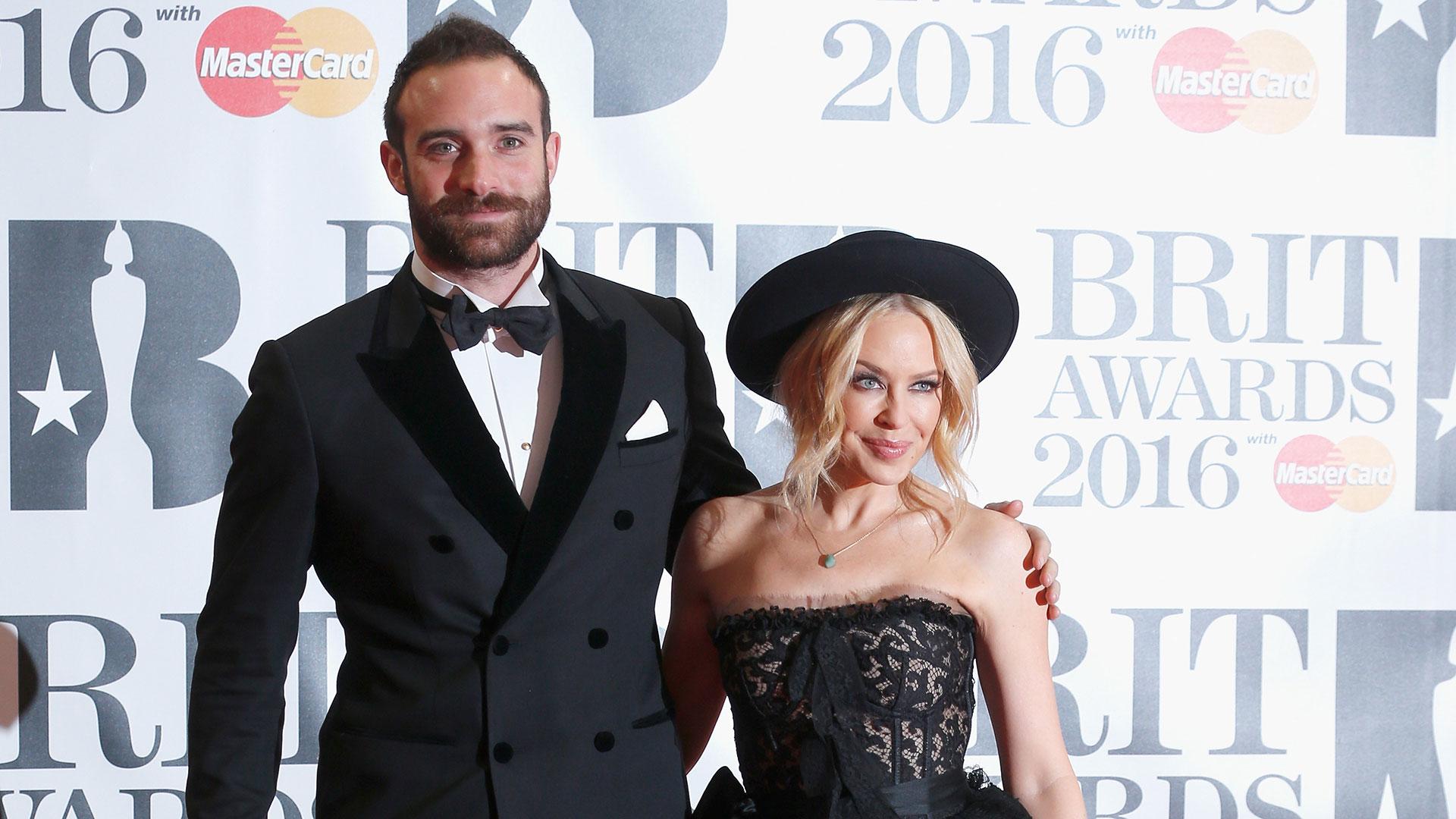 Kylie Minogue y Joshua Sasse (Getty Images)