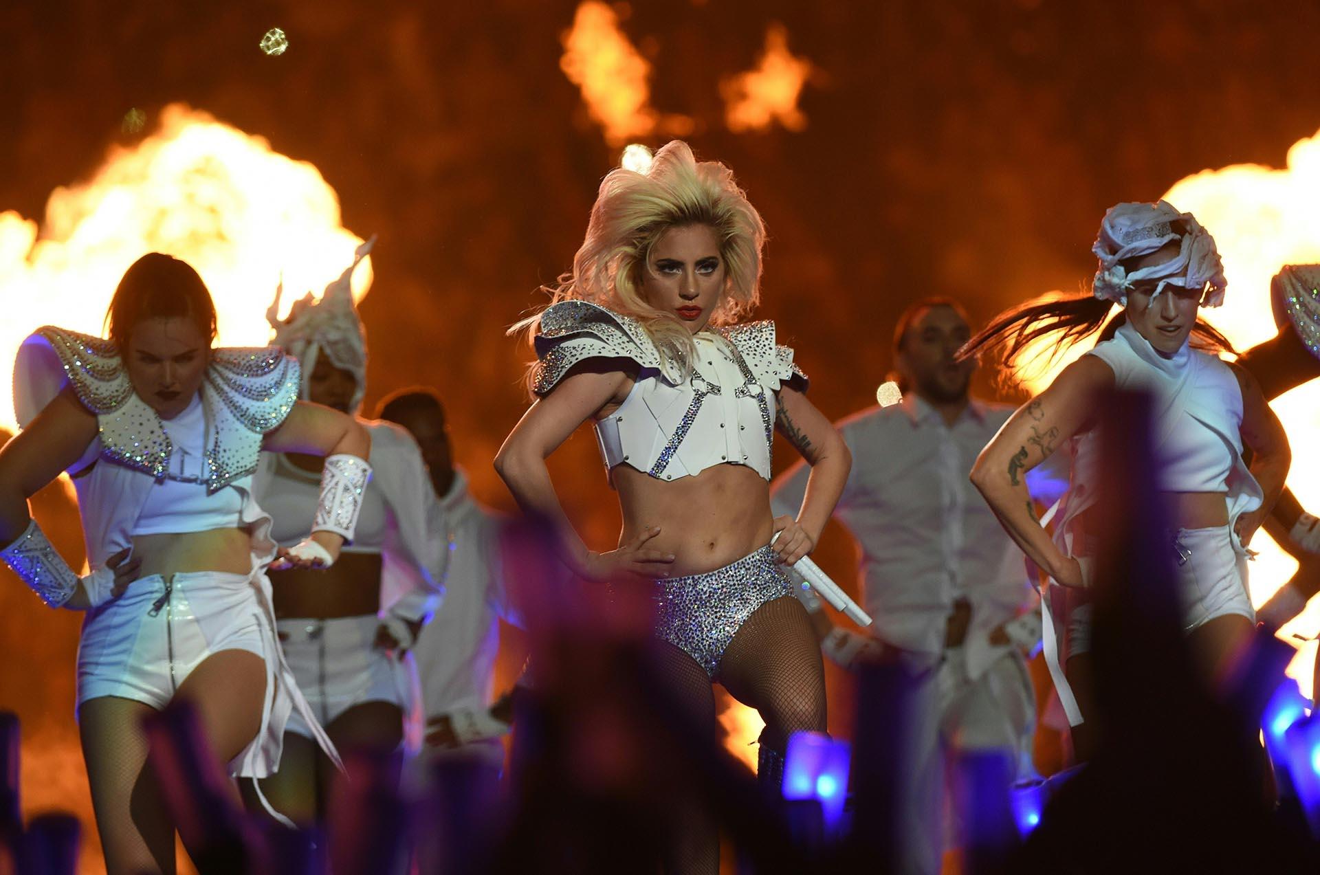 El espectáculo artístico musical del medio tiempo también se ha convertido en el segmento más visto del Super Bowl y de ahí la importancia de colocar la publicidad