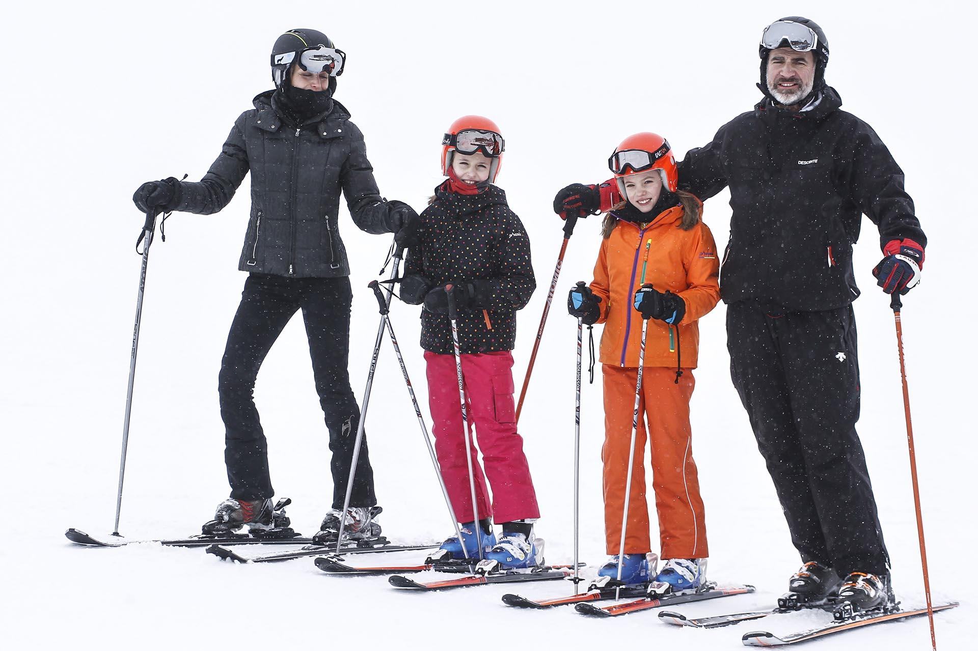Felipe siempre se dedicó a las actividades deportivas por lo que comparte sus vacaciones en familia con viajes a la nieve.