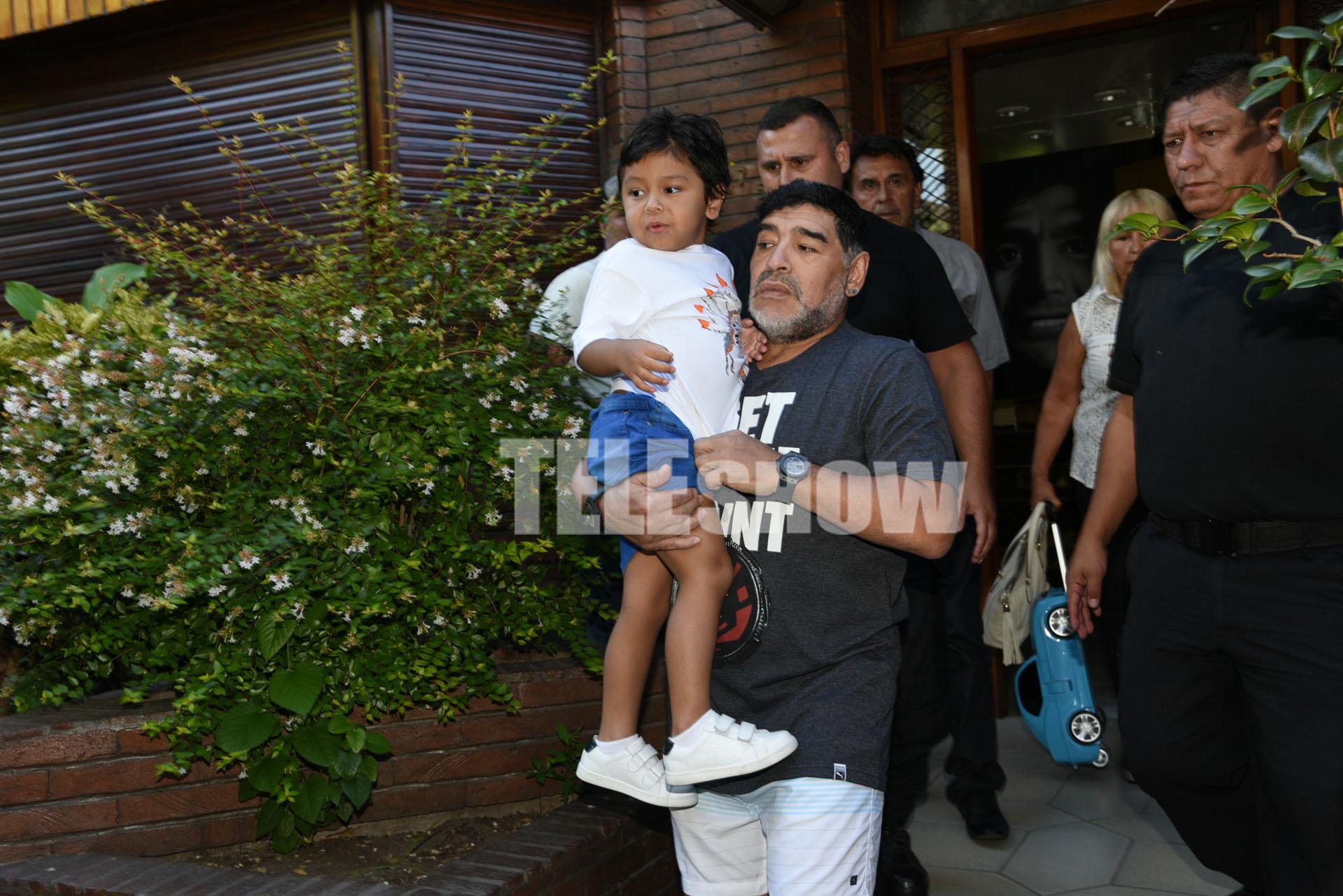 El ex futbolista se reencontró con su hijo menor después de firmar un régimen de visitas con la madre del pequeño, Verónica Ojeda
