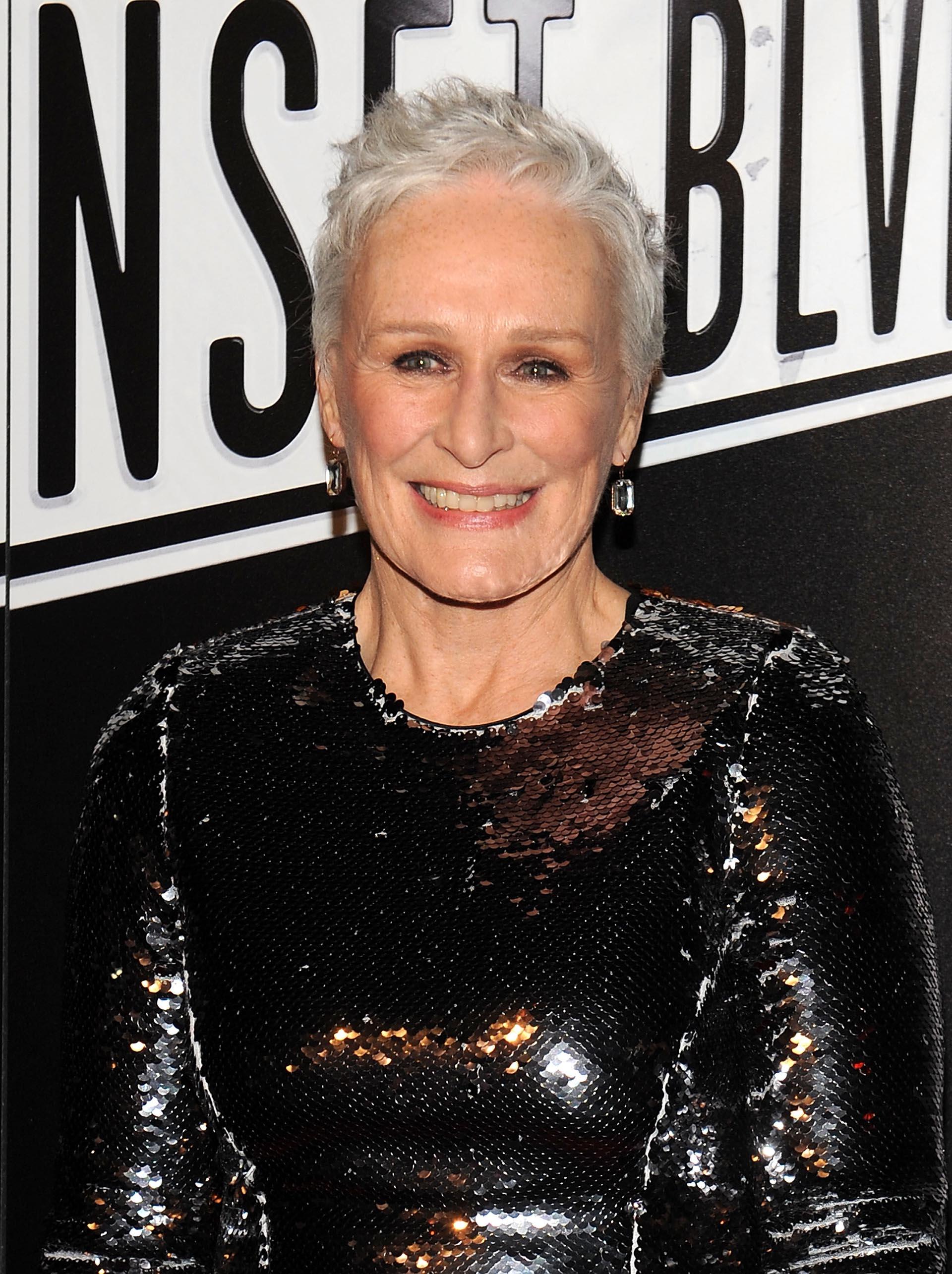 A punto de cumplir 70 años, la actriz se muestra con poco maquillaje y el cabello corto sin tintura