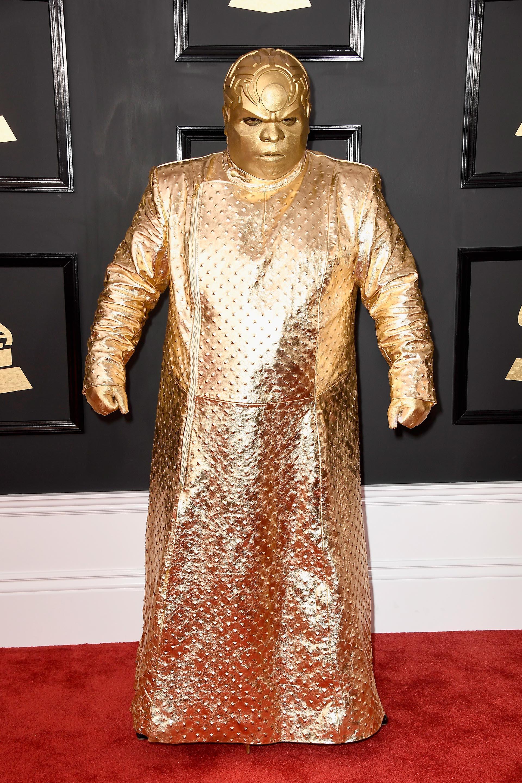 El cantanteGnarly Davidson, también en la edición del 2017, sorprendió con su look total gold. Una túnica dorada metalizada con una máscara y guantes