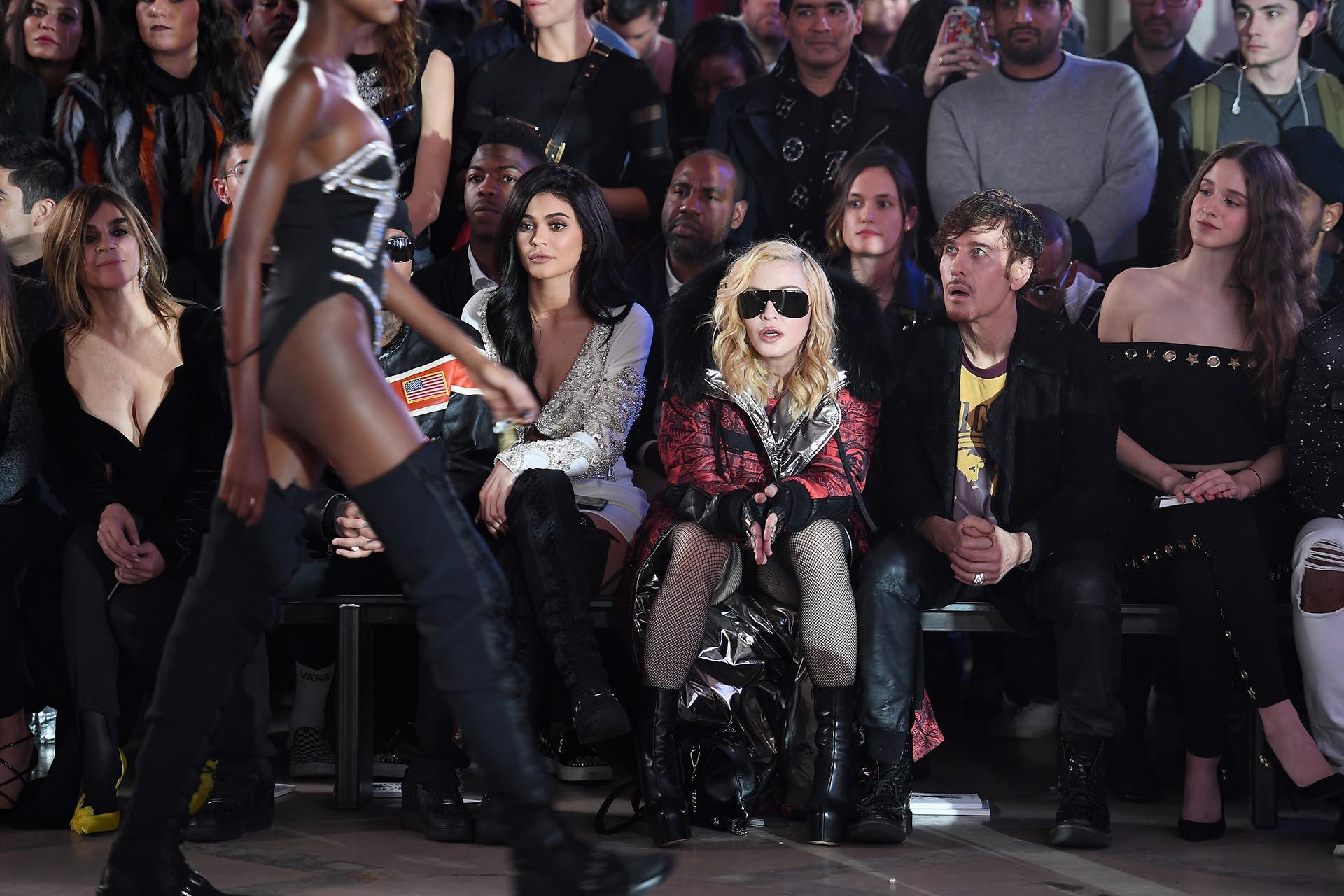 Sentada en primera fila, la reina del pop disfrutó de la nueva colección del diseñador, que presentó su propuesta Fall/Winter 2017/2018 en la Biblioteca Pública de Nueva York