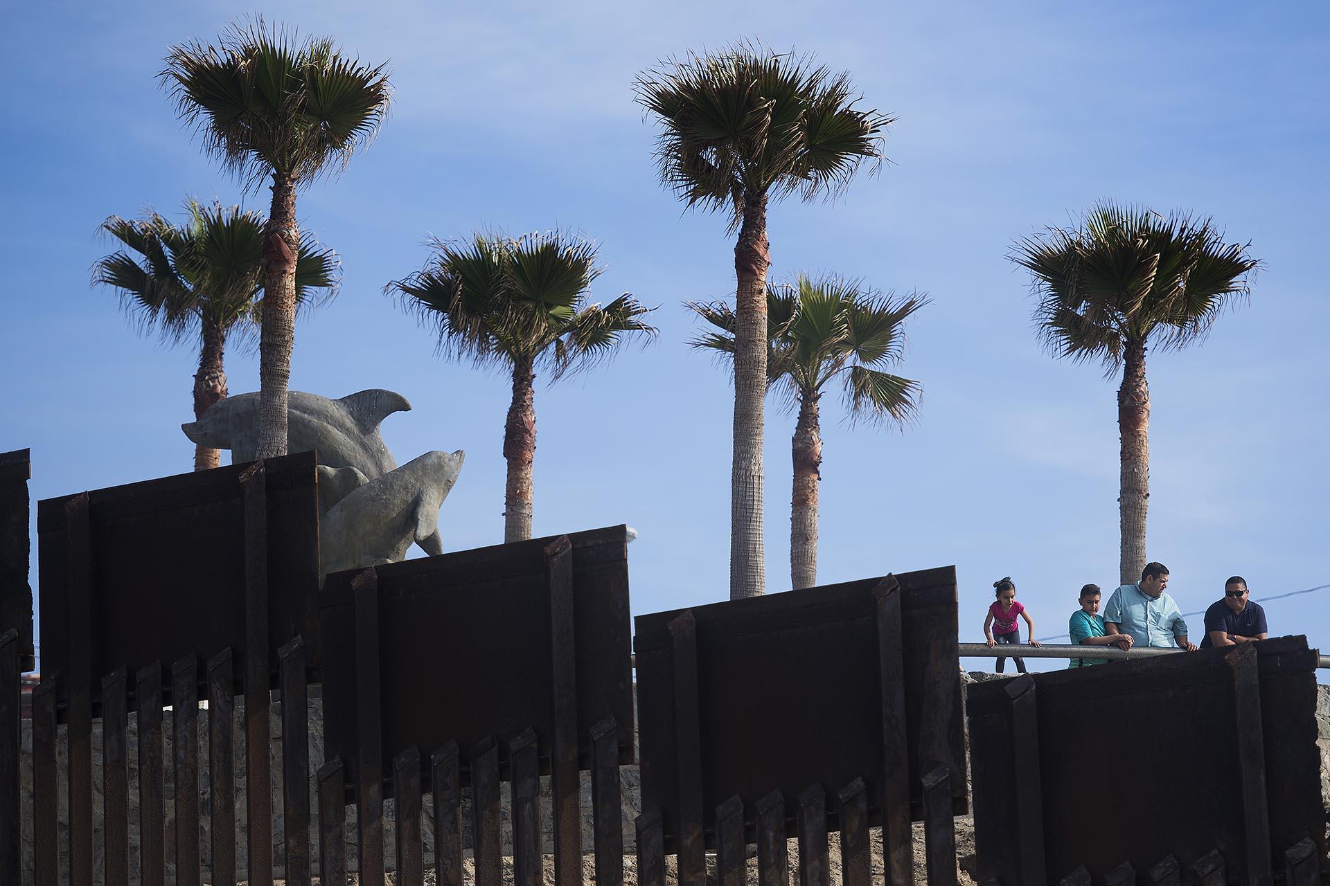 Resultado de imagen para casas en limites con estados unidos, Tijuana San Isidro