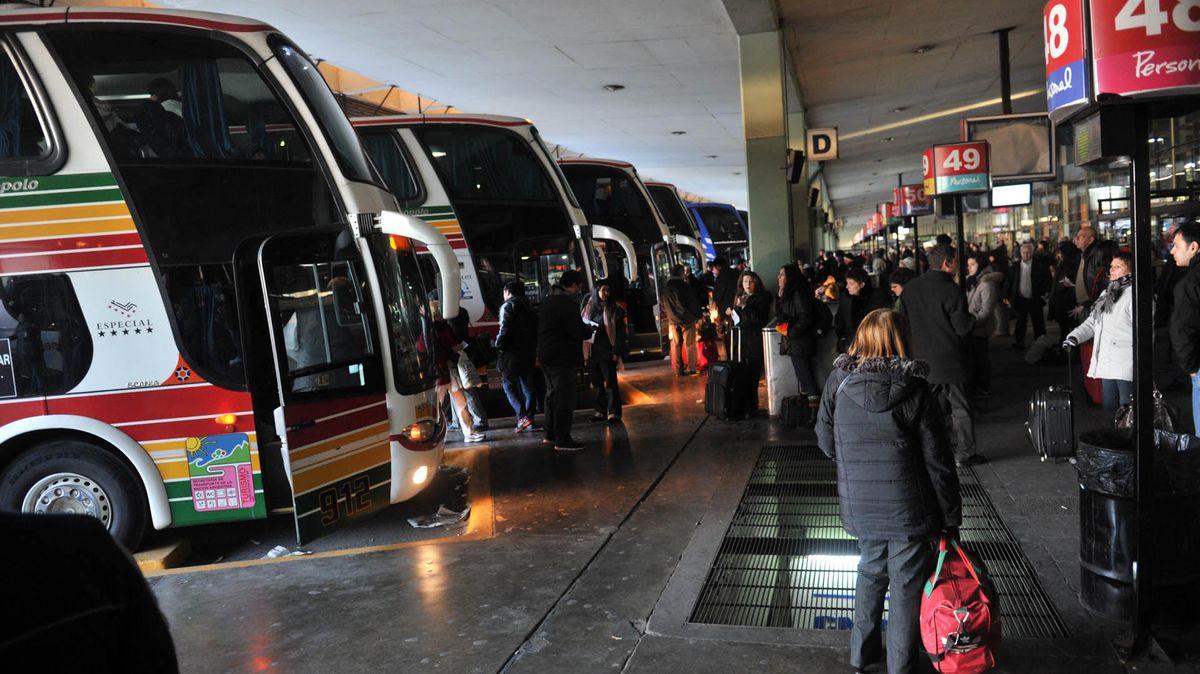 """Un 72,8% de los encuestados aprobó el desembarco de las aerolíneas """"low cost""""."""