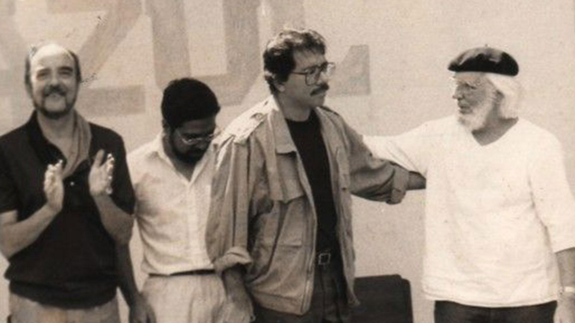 Ernesto Cardenal al lado de Daniel Ortega, en los primeros años del régimen sandinista. (Foto: Archivo Infobae)