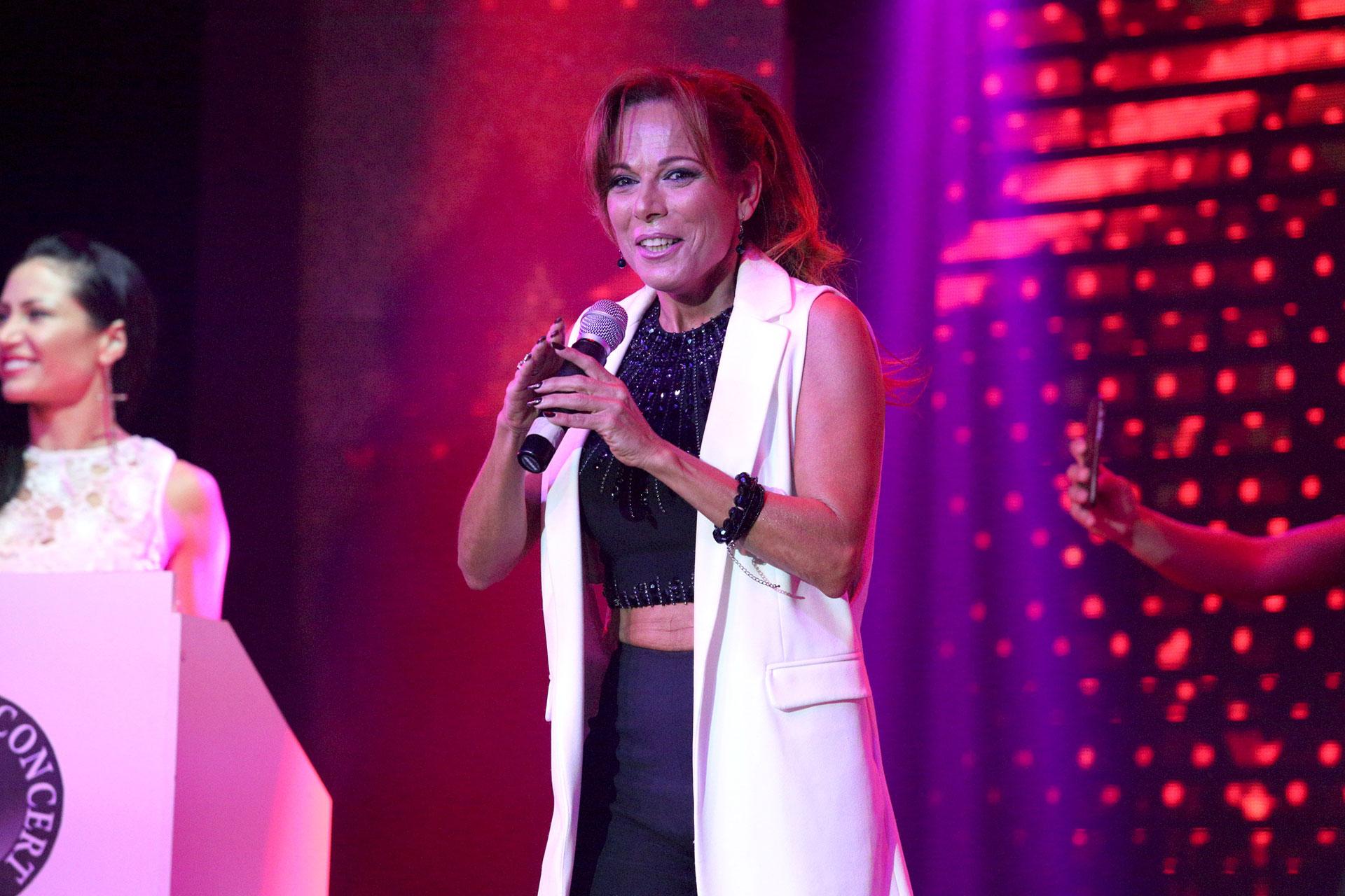 Iliana Calabró cantó durante la ceremonia