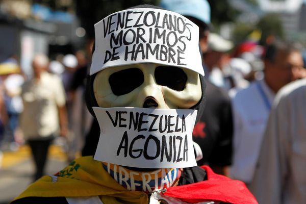 2017-01-23T193920Z_316040710_RC1213F0FE10_RTRMADP_3_VENEZUELA-POLITICS