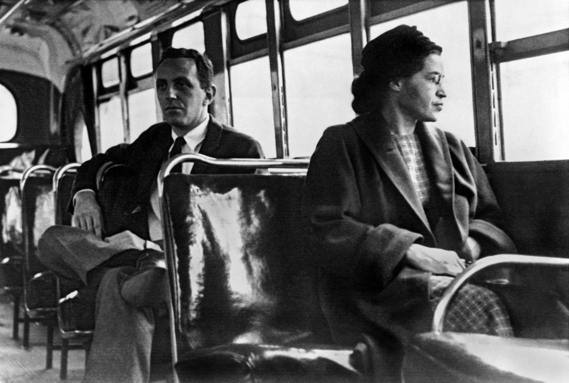 La activista contra la segregación —las leyes Jim Crow— fue una leyenda en vida:Rosa Parks inspiró al movimiento por los derechos civiles. (Photo by Underwood Archives/Getty Images)