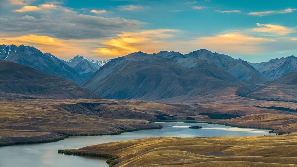 El lago Alejandrina en Nueva Zelanda; el país se encuentra sobre la parte más alta de Zealandia