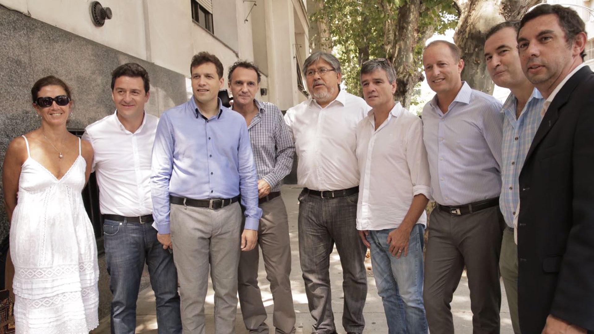 Los intentendes del grupo Esmeralda junto a legisladores provinciales