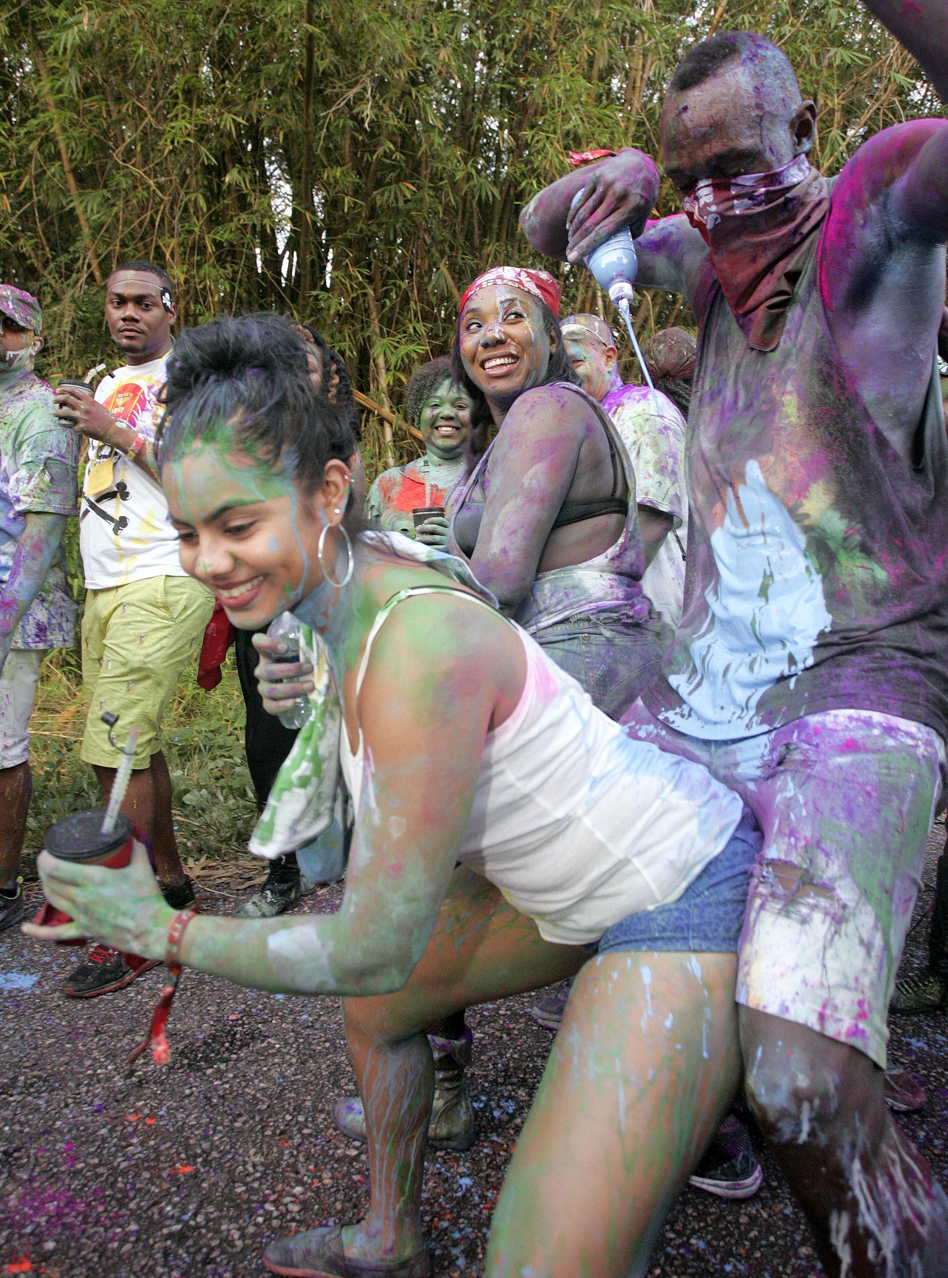 Con bebidas, pintura y música, Bolt celebró con alegría el Carnaval (The Grosby Group)