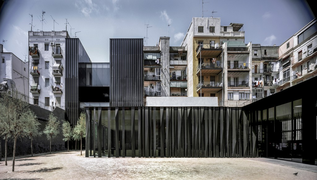 Biblioteca Sant Antoni – Joan Oliver, en Barcelona. El concurso para este proyecto era originalmente sólo para un edificio administrativo