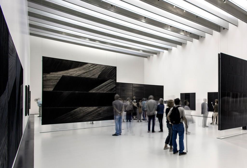 Museo Soulages. Los espacios y la iluminación permiten diferentes tipos de exhibiciones