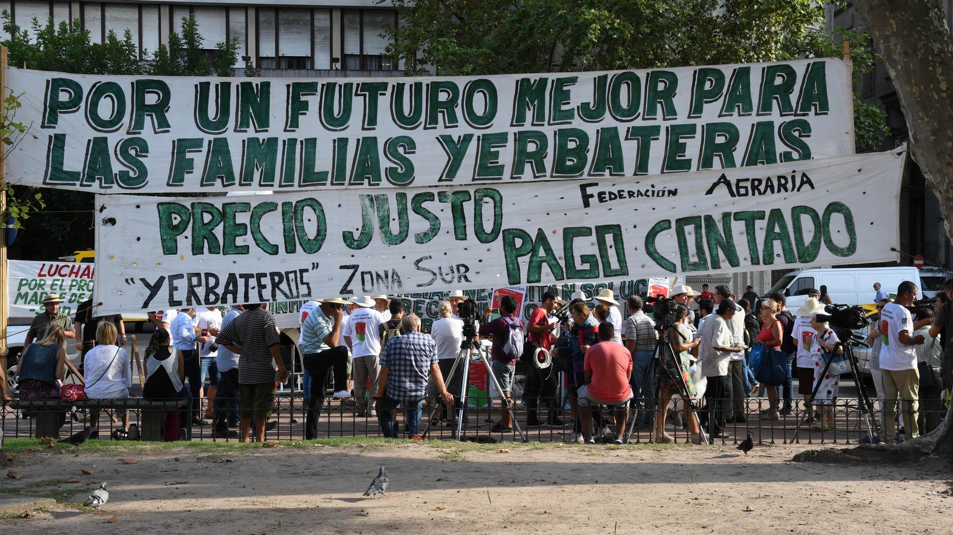 Productores y tareferos yerbateros de la provincia de Misiones se instalaron en Plaza de Mayo en 2017 (Imagen de archivo)