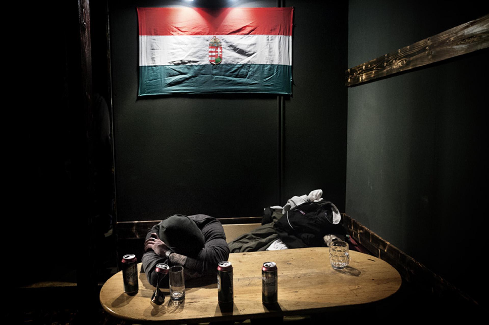 Final de la noche en un centro neonazi de Hungría