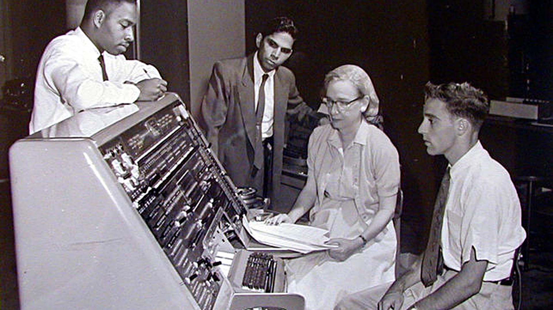 Grace Hopper, la mujer que revolucionó el mundo de la computación para  siempre - Infobae