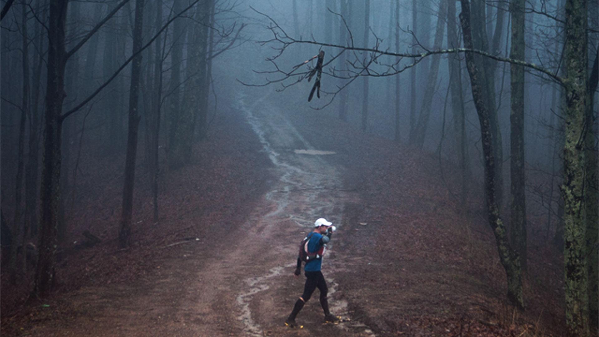Calor extremo, niebla densa, lluvia, inundaciones o hasta nieve decoraron la carrera desde su primera vez en 1986 (Cary Norton)