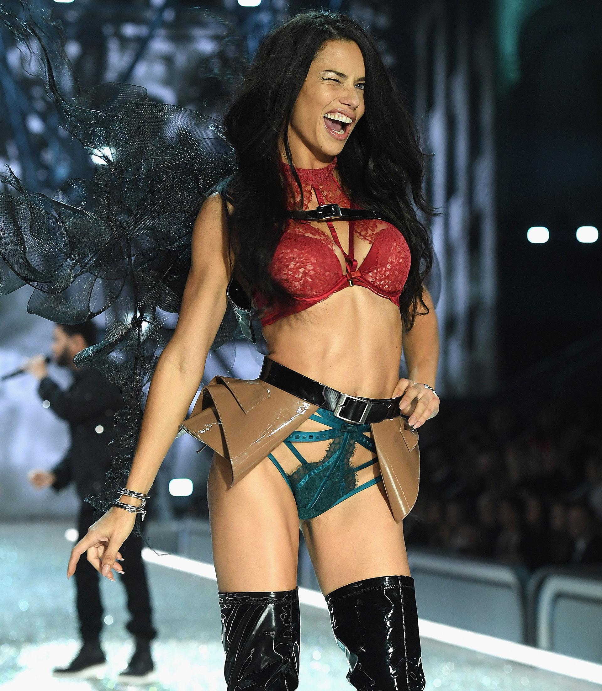 La top model de Victoria's Secret participó de 19 ediciones del mítico desfile de la marca de lencería estadounidense