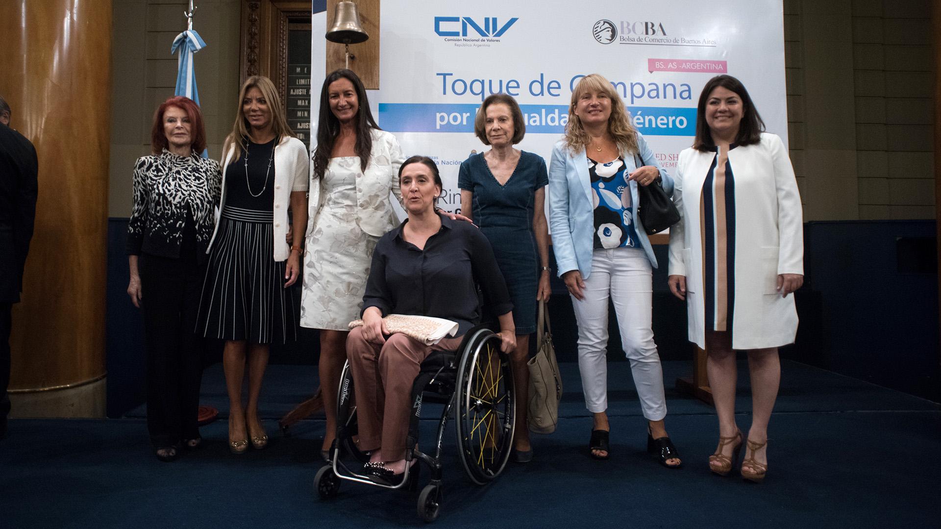 Mujeres empresarias junto a Gabriela Michetti.