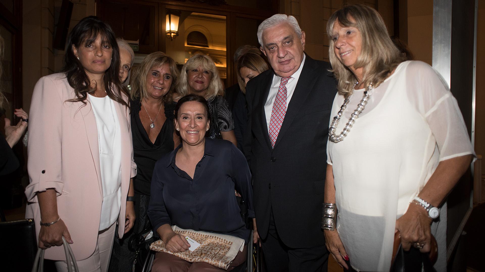 Viviana Zocco, Fundadora y CEO de TKM y del Grupo VI-DA, junto a la viceprsidente de la Nación, el presidente de la Bolsa y Silvia Torres Carbonell, ex funcionaria de la Ciudad y académica del IAE de la Universidad Austral.