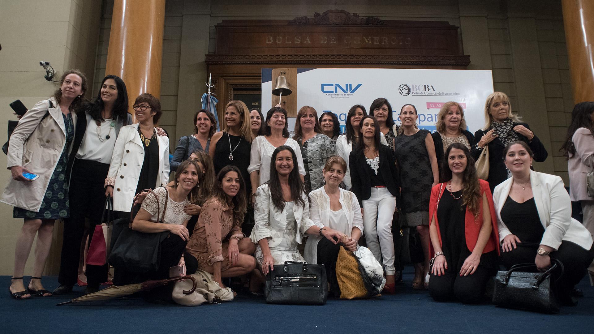 Toque de Campana en la Bolsa, en Celebración del Día Internacional de la Mujer. Participaron empresarias, directoras de ONG y funcionarias del Gobierno nacional y de la Ciudad.