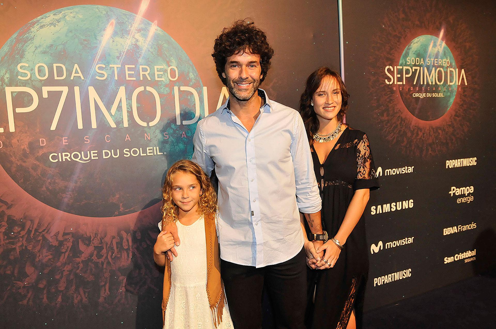 Mariano Martínez, acompañado por su novia Camila Cavallo y la pequeña Olivia. En el evento también estuvo su ex, Lali Espósito con su nueva pareja