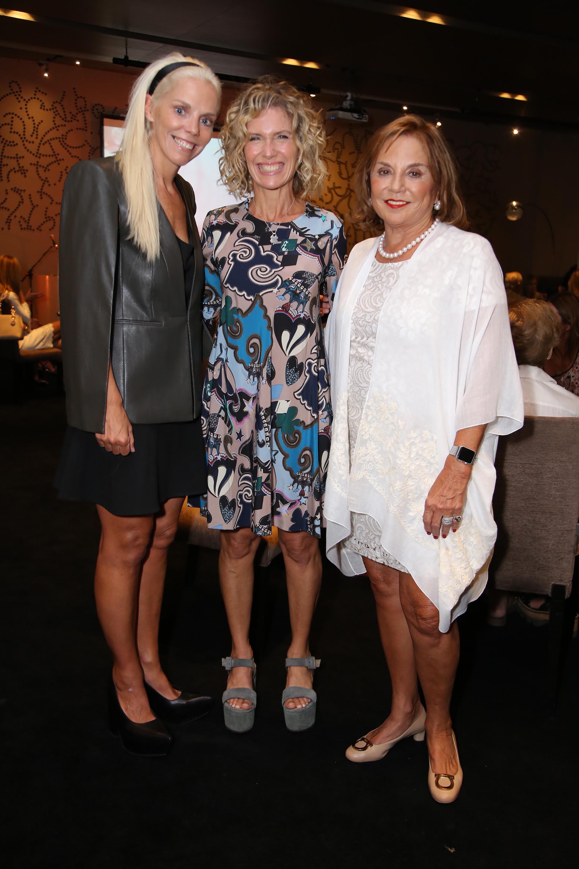 Maru Botana con Agustina y Eugenia Rossi, directora y presidenta de la fundación, respectivamente