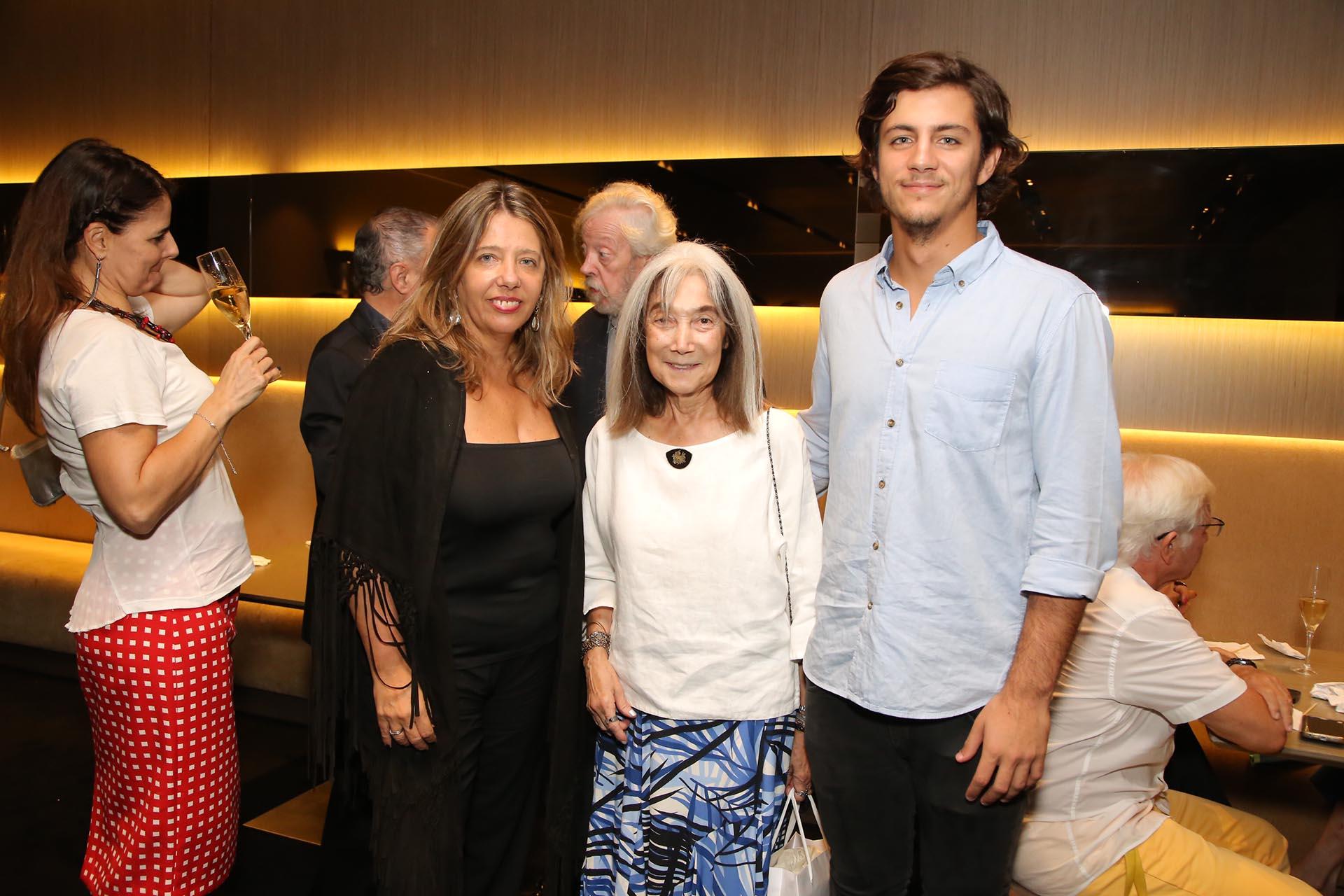 María Claudia Pedrayes, María Kodama y Carlos Juni