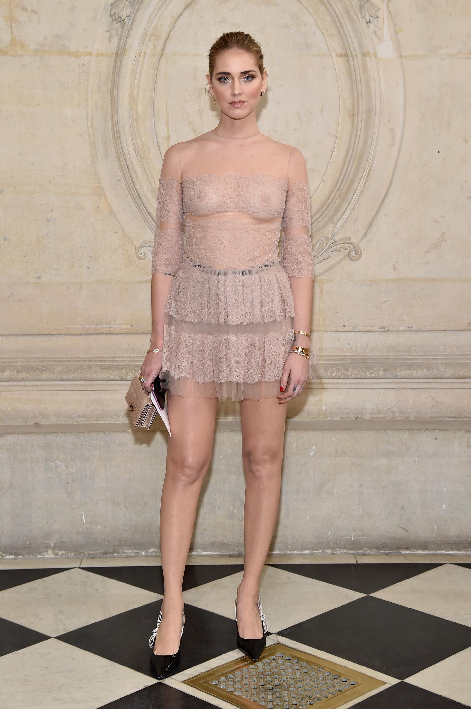 Chiara Ferragni con un audaz diseño en tono nude