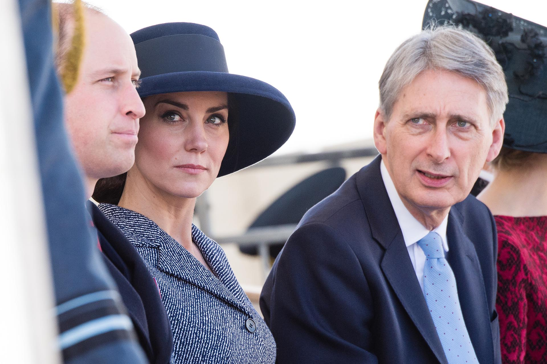Catalina de Cambridge junto a su marido y a Phillip Hammond