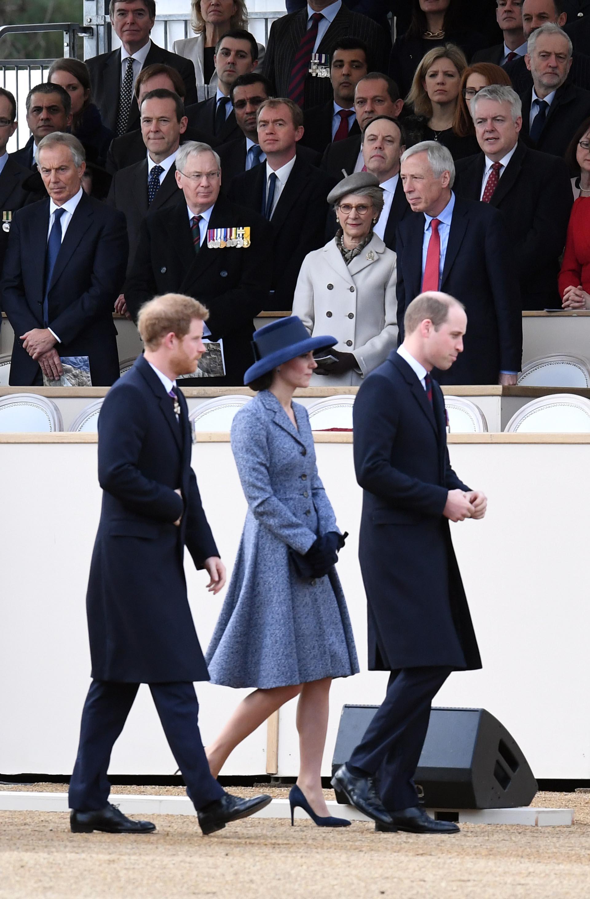 Catalina caminó junto a los dos príncipes y brilló con su glamoroso estilo