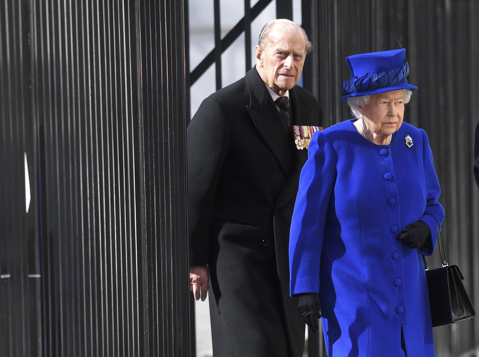 El arribo de la reina Isabel II en compañía de su marido, Felipe, duque de Edimburgo