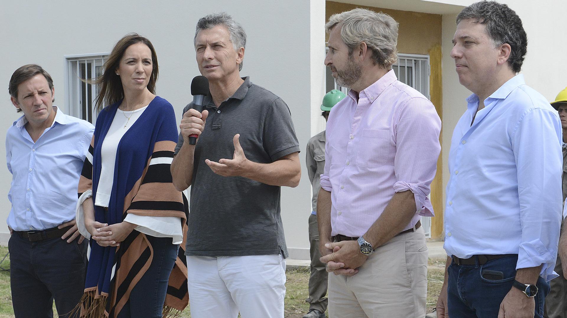 La gobernadora de Buenos Aires, María Eugenia Vidal, el presidente Mauricio Macri y el ministro del Interior, Rogelio Frigerio. (NA)